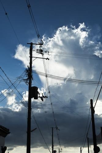 Salvo en algunas zonas modernas de rascacielos, todo el cableado es siempre de superficie...
