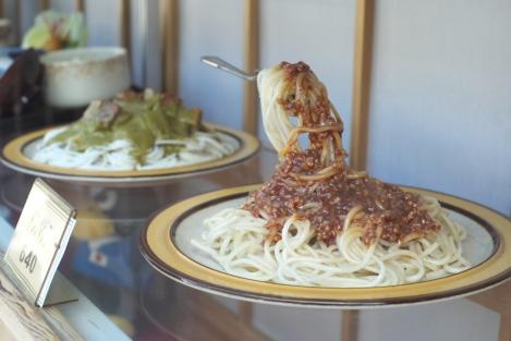 Reproducciones en plástico de platos de comida... así es mucho más fácil pedir y, ademas, en Japón, lo que ves en esos platos es justo lo que te traerán