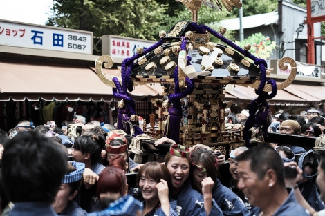 Transportando un mikoshi
