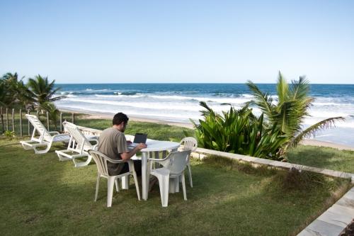 escribiendo en Imbassai, Brasil