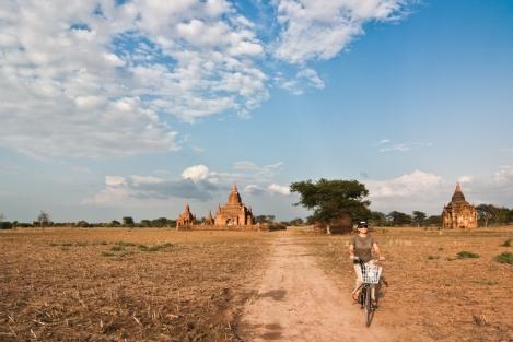bicileta en Bagan, Myanmar