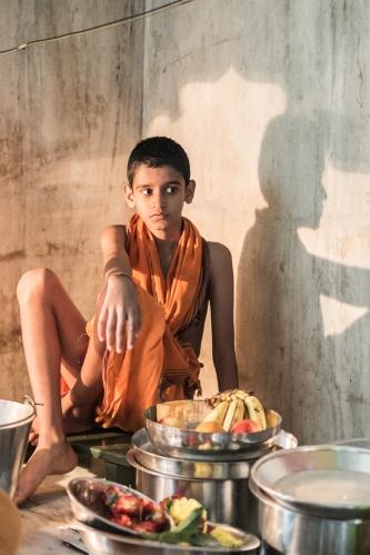 Niño en el Templo de Lakshmi, Hampi, India