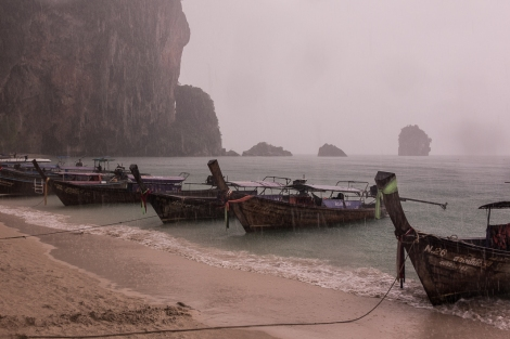 Rain in Phra Nan beach