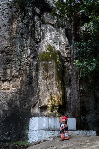 Estatua de Buda tallada en Sri Lanka