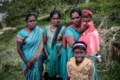 Señoras en una aldea de Sri Lanka