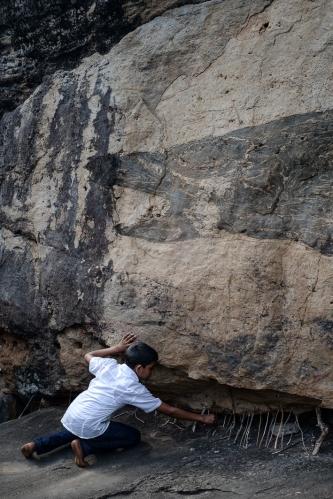Sosteniendo piedras
