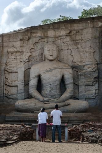 Rezando en Polonnaruwa