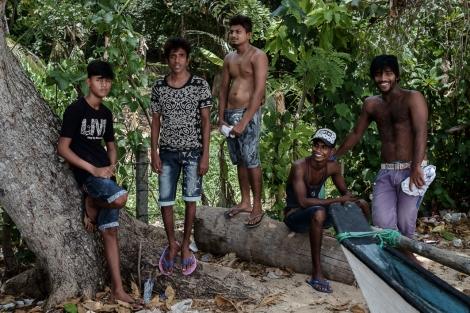 Chicos en la playa de Dondra