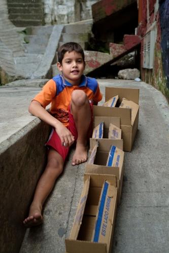 Niño en la Comuna 13
